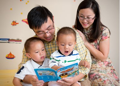 A family reads together at a portrait session at Lake Hogan Farms in Chapel Hill, NC